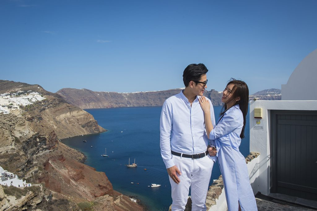 pre wedding santorini photography