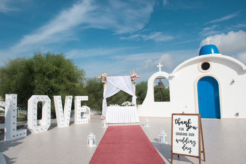 Santorini wedding for 2 photographer